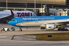 LV-FNI / Airbus A330-223 / 290 / Aerolineas Argentinas (A.J. Carroll) Tags: miami 330 mia airbus a330 290 332 a330200 a330223 aerolineasargentinas skyteam kmia pw4168a ilfc lvfni hkae e06389