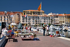 Port-Vendres (Jorge Franganillo) Tags: summer france port puerto harbour verano summertime t march portvendres mercadillo streetmarket languedocroussillon pyrnesorientales ctevermeille languedocroselln