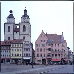 Stadtkirche mit Markt (BLKYRD) Tags: 120 6x6 canon fuji superia sightseeing bronica 400 expired markt wittenberg 80mm c41 stadtkirche sekonic sqai lutherstadtwittenberg 8800f