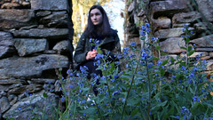 Sabela (andreaalonso96) Tags: old flowers blue portrait naturaleza house cold nature azul casa spain focus ruins retrato galicia ruinas viejo frio vigo