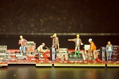 Les imprimeurs de circuits (arnaud patoto) Tags: computer toys miniature small figurines littlepeople smallworld travaux jouets ouvriers electronique techniciens