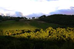 Raggio di sole (Grandangolo) Tags: italien sunset italy sun holiday mountains verde nature landscape italian nikon europa tramonto campagna sole azzurro italie marche paesaggio monti appennino ferrovia italianlandscape montisibillini regionemarche sanseverinomarche provinciadimacerata campagnamarchigiana d7000