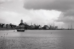 Uitdam (Arne Kuilman) Tags: blackandwhite haven film netherlands iso100 nederland samsung scan apx100 pointandshoot v600 agfa acros uitdam slimzoom290ws
