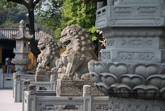 Shanghai, Longhua temple, lions (blauepics) Tags: china city building stone architecture temple shanghai stadt lions architektur stein gebude tempel lwen longhua schanghai