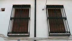 Grenade, Andalousie: promenade dans l'Albaicn ou Albayzn (Marie-Hlne Cingal) Tags: windows espaa andaluca twins iron ventanas granada grenade espagne fer janelas andalousie albaicn fentres finestre albayzn twozweideuxduedva2