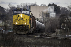 CSX #3173 (Chris Whit) Tags: railroad winter cold train trains upstateny ge colorless railfan bnsf railroads tankers generalelectric csx hudsonvalley kingstonny riverline railfanning burlingtonnorthernsantafe tankcars csxt yn3b