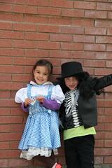 Olsen and Jovie in Halloween costumes at school 2 (Aggiewelshes) Tags: halloween dorothy october halloweencostume olsen jovie 2015 edithbowen skeletonrocker