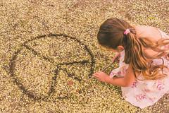 Da 63 - Make a Wish (Barbara Larsen) Tags: love canon hope peace child paz wishes innocence draw wish deseo niez esperanza inocencia anhelo