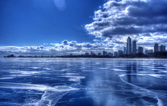 The ice rink (Saint-Exupery) Tags: city blue usa chicago azul lago nikon michigan ciudad michiganlake lagomichigan