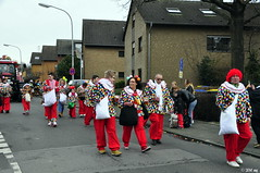 Man trägt wieder Karo! (MacroManni) Tags: carnival germany parade nrw mardigras clowns karneval karnevalszug kostüme bergheim kariert jecke carnivalprocession rheinerftkreis niederausem