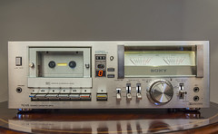 SONY TC-U5 Hi-Fi STEREO CASSETTE DECK (1978-79) (AudioClassic) Tags: macro analog sony retro stereo electronics 70s recorder knob cassette audio compact cassettedeck vintageaudio stereophonic 197879 vintagehifi retrostereo photographythemes hifistereo hificlassic audioclassic sonytcu5