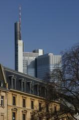 Frankfurt, Commerzbank-Tower (HEN-Magonza) Tags: frankfurt hochhaus highrisebuilding commerzbanktower santamoneta