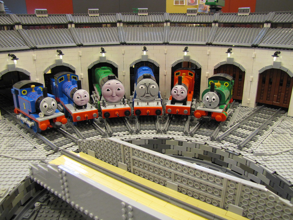 Thomas The Tank Engine Roundhouse Pictures 11