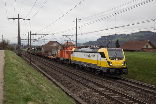 SRT Rem 487 001 mit Bauzug bei Rubigen