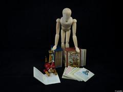 Vivir del cuento 3 (Luicabe) Tags: madera cuento libro estudio luis muñeco papel zamora literatura cabello pinocho maniquí fondonegro yarat1 enazamorado luicabe