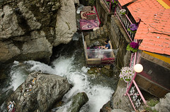 (kamshots) Tags: river carpet persian cafe outdoor bubble iranian date darband hubble