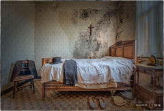 Get ready to go to the mass ! (Yamabxl) Tags: abandoned bed bedroom belgique decay ghost creepy forbidden hidden forgotten urbanexploration lit chambre derelict hdr highdynamicrange verlassen urbex verfall abbandonato verlaten lostplaces prohib prohibed urbexhdr maisongustaaf