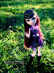 Draculaura (eneida_prince) Tags: photo doll dolls photoshoot photos vampire mh mattel 2016 monsterhigh draculaura osalina schoolsout monsterhigh2016