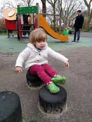 IMG_20151206_113542 (tompagenet) Tags: playground isabelle steppingstones finsburypark