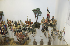 Antique toy soldiers military band different sizes (quinet) Tags: germany munich toy deutschland antique soldiers allemagne spielzeug toymuseum jouet soldaten ancien antik spielzeugmuseum soldats musedujouet 2013