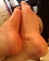 IMG_20160430_172249 (allroundeye) Tags: male feet cream arches creamed oil barefeet oily oiled creamy bigfeet malefeet oilyfeet oiledfeet oiledsoles creamedfeet creamedsoles