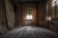 """ The orange room..."" (Giovanni Cedronella) Tags: door windows light abandoned architecture shadows decay room forgotten dust urbex dreem"