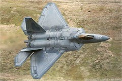 "Lockheed Martin F-22 Raptor (DaveChapman ""If it flies,I shoot it"") Tags: uk england usa mountains wales fighter loop military roundabout raptor u stealth f22 lockheed usaf deployment deployed 95th lowlevel 2016 militaryaircraft lakenheath machloop lowfly lfa7 lockheedmartinf22raptor 95thfightersquadron"