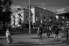 Sunny (Alexander Oleynik) Tags: morning people bw spring streetlife crossroad