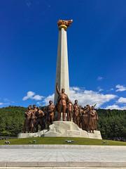 Wangjaesan Grand Monument - Onson County (Tom Peddle) Tags: monument war kim border north chinese grand korea il korean province kp northkorea sung dprk hamgyong northhamgyong wangjaesan