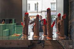 2/5 la vitrine DxOFP LM+21_P1989 (mich53 - thank you for your comments and 3M views!) Tags: france art ledefrance sculptures chocolat vitrine saintgermainenlaye artiste chocolatier tlmtre schops superelmarm21mmf34asph leicamtype240