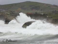 P1020111 (Cintia Billmaier.) Tags: strand mar meer marejada playa welle ola cantabria suances arbolada lumixtz60