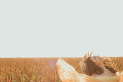 Close your eyes and live (marcospaula) Tags: light sunset people orange art nature grass ensaio photography lifestyle portrair feminino holambra expressao esession photographysession marcospaula fotograforiodejaneiro diversã£o ensaiosfemininos ensaioartístico ensaioartãstico mulhereluznatural
