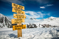 Directions (Laurent VALENCIA) Tags: snow france alps building sports montagne canon buildings woods ciel surfers neige foule savoie laplagne matin pistes skieurs frenchalps immeubles sapins glisse 50mpx 5dsr