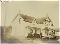 St. Agathe - Family, 1910 (vintage.winnipeg) Tags: canada history vintage historic manitoba stagathe ruralmanitoba