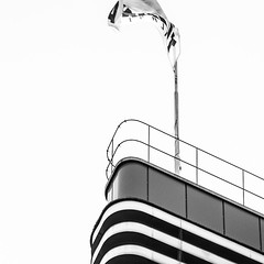 Schiff oder Haus (stephanboblest) Tags: city blackandwhite bw building berlin lines canon photo linie picture haus stadt monochrom schiff gebude bnw steglitz linien schwarzweis