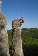 Chris climbing Kokolores (6) at Rthelfels (Bernhard_Thum) Tags: daniel climbing klettern frankenjura thum canon1dsmarkii elitephotography landscapesdreams rthelfels bernhardthum