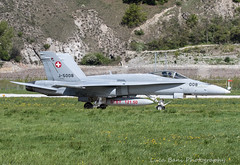 McDonnell Douglas F/A-18 Hornet of swiss air force taxing to hangar after a landing on rwy 25 at Sion airport (lucaban87) Tags: canon swiss military f18 douglas sion mcdonnell mcdonnelldouglas swissairforce