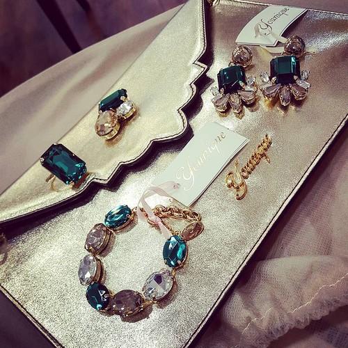 I vostri completi per i vostri momenti importanti. Grazie a Raffaella per aver personalizzato i suoi accessori con Younique. #younique #accessori #personalizzati #madeinitaly #handmade #collane #bracciali #spille #orecchini #outfit #dress #event #wedding