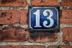 Dreizehn 104/366 (Skley) Tags: foto wand bild kalender 13 nahaufnahme freitag unsinn backstein unglck 2016 aberglaube hausnummer dreizehn unglckstag 13te 103366 dreizehnte derdreizehnte
