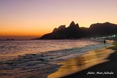 Fim de tarde. Para nossa felicidade, as cores mudam a casa dia. #andremeloandrade #brasil  #brazil #brazilian #riodejaneiro #rj #errejota #praia #beach #arpoador #arpex #pordosol  #sunset #riodejaneiroinstagram #ig_riodejaneiro #02RIo #goodinrio #rio_love (Andr Melo-Andrade) Tags: square squareformat iphoneography instagramapp uploaded:by=instagram