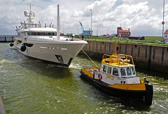 jacht van Amels terug van proefvaart (Omroep Zeeland) Tags: luxe vlissingen grote jacht amels sluiskolk