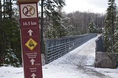 hub trail, fort creek conservation area (twurdemann) Tags: bear park bridge snow ontario canada weather warning spring scenic melt recreation signpost saultstemarie northernontario conservationarea wetsnow fortcreekconservationarea hubtrail fujixe1 xf1855mm johnrowswell