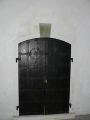 Krypta der alten um 1189 erbauten ref Kirche zu Leer. Tr zur inneren Grabkammer. (achatphoenix) Tags: detail church leer kirche ostfriesland glise crypt crypte krypta eastfrisia leerostfriesland frisland