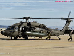 Siguiendo instrucciones (pabloi) Tags: black army us hawk zaragoza nato helicoptero saragossa ejercito trident otan uh60 2015 juncture tj15