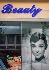Beauty (UsualRedAnt) Tags: street berlin canon kreuzberg germany deutschland style schaufenster schnheit f50 stil tamron70300mm 70d grfestr