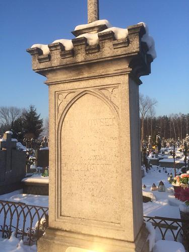 Nagrobek Pawła i Emilii Piątkowskich - budowniczych dworu w Sufczynie - na cmentarzu w Kołbieli