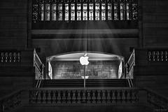 Apple Store @ Grand Central Station (Craig F. Barrett - Comments welcome) Tags: blackandwhite bw grandcentralstation grandcentralterminal nikkor85mm14 nikond810 craigfbarrett