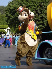 Tic et Tac - Chip and Dale (Disneyland Dream) Tags: park dale disneyland disney parade resort chip tac tic et mickeys soundsational