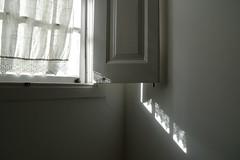 Penumbra (Mi Mitrika) Tags: casa sombra janela renda