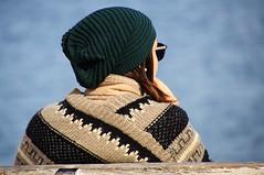 sul molo (eliobuscemi) Tags: relax riposo cappello ragazza